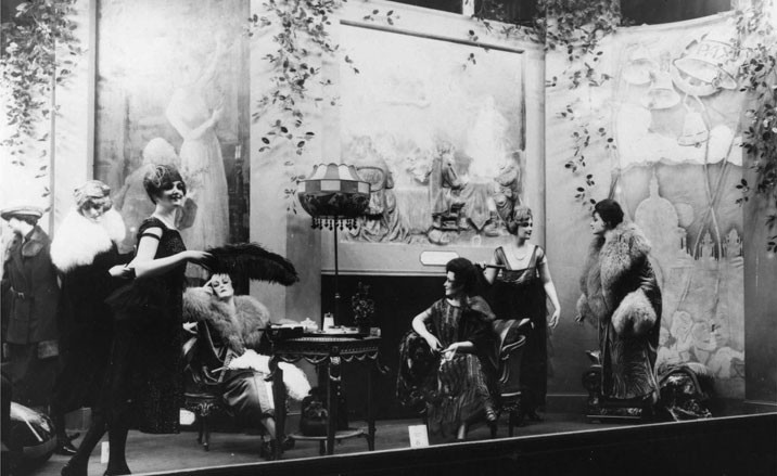 The history of visual merchandising department stores for 1920s window